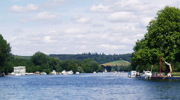 Relax on the Thames at Henley
